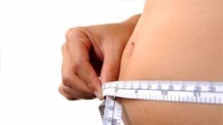 Maßband um den dicken Bauch
