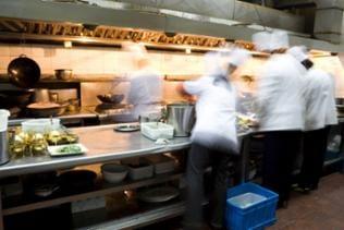 Köche in einer Hotelküche
