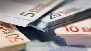 Stapelweise Euro-Scheine
