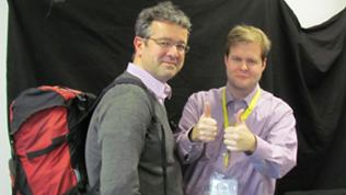 Manuel Andrack mit Rucksack und David Meiländer