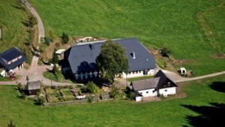 Luftaufnahme vom Steinbachhof bei St. Märgen.