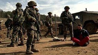 Statisten bei Militärübung