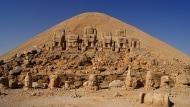Blick auf die Ostterrasse mit den Götterstatuen