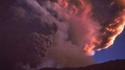 Rosarote Eruptionswolke