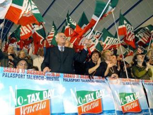 "Forza Italia-Anhänger in Mestre feiern den ""No Tax Day"""