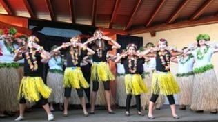 Hula-Gruppe beim Tanzen