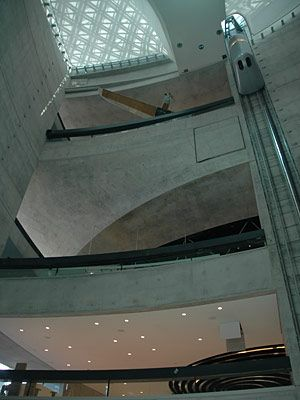 Atrium des Mercedes-Benz-Museums