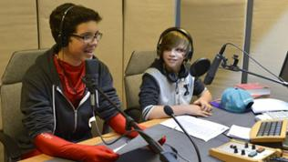 Zwei Jungs im Tonstudio