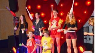 Circus Pumparello-Kids jonglieren
