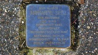 Aufnahme des Stolpersteins Margarete Seitz