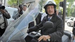 Francois Hollande auf seinem berühmt-berüchtigten Motorroller
