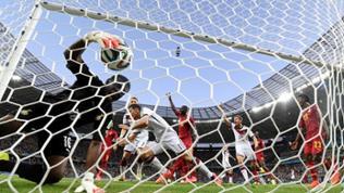 Miroslav Klose schießt Tor bei WM-Spiel gegen Ghana