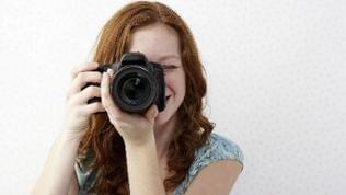 Frau mit Fotokamera