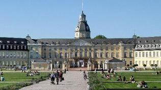 Ansicht Schloss Karlsruhe im Sommer