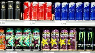 Energy Drinks im Regal