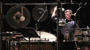 Dirk Rothbrust, Schlagzeuger des Ensemble musikFabrik