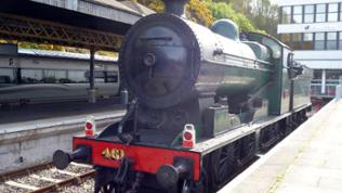 """In Waterford erwartet uns eine Überraschung: Die gut 90 Jahre alte Lokomotive gehört der """"Railway Preservation Society of Ireland"""""""