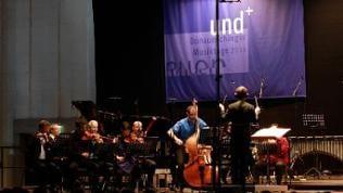 "Ensemblekonzert II. Donauhallen, Bartok-Saal. Das Ensemble Modern spielt ""points & views"" von Peter Ablinger. Dirigent ist Jonathan Stockhammer."