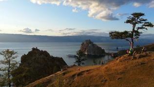 Abend am Schamanenfelsen auf Baikalinsel Olchon