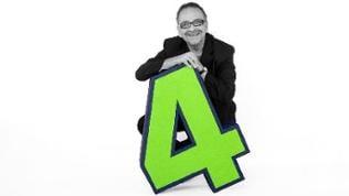 Lothar Ackva in schwarz-weiß mit einer grünen SWR4-Vier