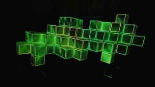 Gitter aus grün leuchtenden Würfeln