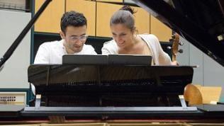Boris Kusnezow und Janina Ruh am Klavier