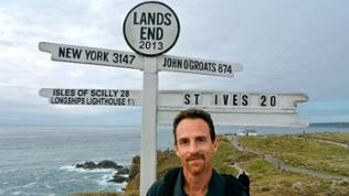 Bradley Mayhew am Land's End.