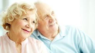 Ein verliebtes Senioren Pärchen