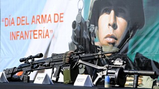 Weapons commonly used by infantry soldiers of the Mexican army in the picture a general-purpose machine gun Heckler & Koch HK21 in Mexico by SEDENA