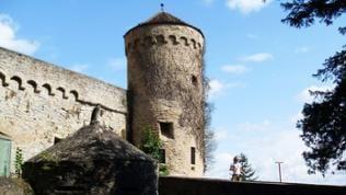 Burgbrücke mit Zwinger auf Burg Guttenberg