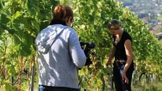 Unsere Redakteurin Claudia Godzieba filmt Katja Bohnert bei der Arbeit