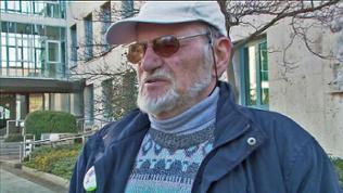 Ein Mann vor dem Verwaltungsgericht Stuttgart