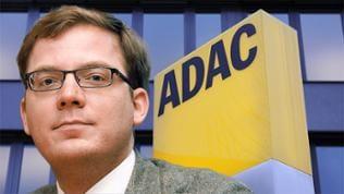 Tobias Huch / ADAC-Schriftzug vor Firmenzentrale