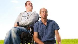 Tetraspastiker Alexander Abasov und sein Arbeitgeber Martin Keune