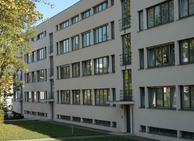 Rundgang Durch Die Stuttgarter Weissenhofsiedlung Regionen