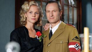 Hochzeit kurz vor Kriegsende: Ida Timmer (Sinja Dieks) und Otto Eichhorn (Konstantin Thein).