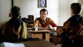 Wilm Hosenfeld (Bernhard Conrad) will seine Schüler für Hitler begeistern.