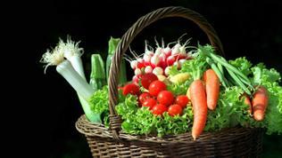 Ein Korb mit Gemüse