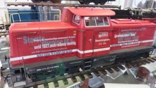 Die Rennsteig-Diesel-Lokomotive der Baureihe 213 mit Original-Lackierung