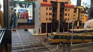"""Die Stuttgarter Straßenbahn war Vorbild für diese Straßenszene von """"Stadt im Modell"""""""