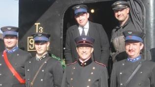 Großer Staat vor kleiner Lok: die GES feiert ihren 50. Geburtstag und ihr ältestes Fahrzeug (November 2015)