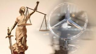 Justizia mit dem Mercedes-Stern im Hintergrund