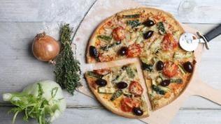 Pizza mit Fenchel und Tomaten