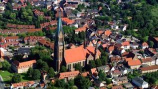 Blick auf HÄuser und Kirchturm von Schleswig