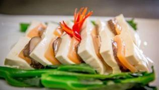 Tofu, dekorativ angerichtet