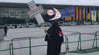AfD-Parteitag Burka-Demonstrant
