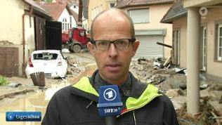 SWR-Reporter Jens Nising im überschwemmten Braunsbach