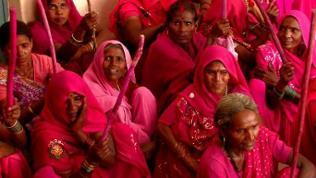 Gulabi-Frauen bei einer Versammlung