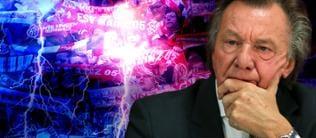 Harald Strutz mit ernster Miene, dahinter Mainzer Fans und Gewitterwolken mit Blitzen