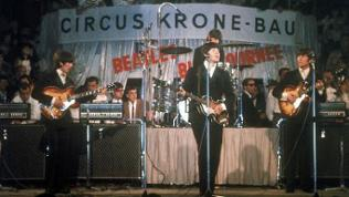 "Die britische Popgruppe ""The Beatles"", (l-r) George Harrison, Ringo Starr (hinten), Paul McCartney und John Lennon, während ihres Auftritts am 24.06.1966 im Circus Krone-Bau in München"
